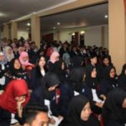 Mahasiswa STIA Banten mengikuti acara Stadium General